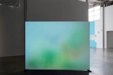 Isabelle Cornaro, « Floues et Colorées », 2010. 16 mm transféré sur support numérique (master beta num et DVD pour projection). Photo : Aurélien Mole© ; courtesy Palais de Tokyo.