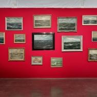 Hans-Peter Feldmann, « Sea Paintings », 2012. Dimensions variables, 15 huiles sur toiles anciennes (1850-1950) encadrées. Photo : Aurélien Mole© ; courtesy Palais de Tokyo.