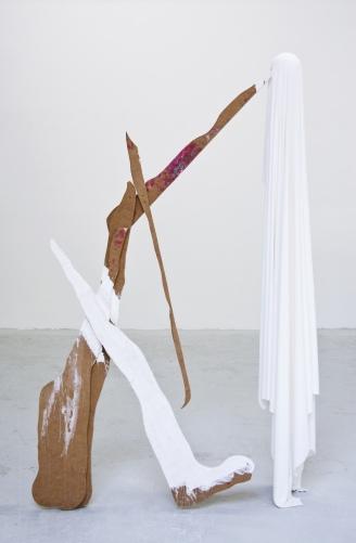 """Marcel Devillers, """"Passage au moderne (après le lac)"""", 2013. Bois, tissu, acrylique, plâtre. 180x60 cm. Courtesy de l'artiste."""